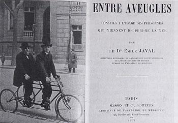 Emile Javal, aveugle, sur un tricycle